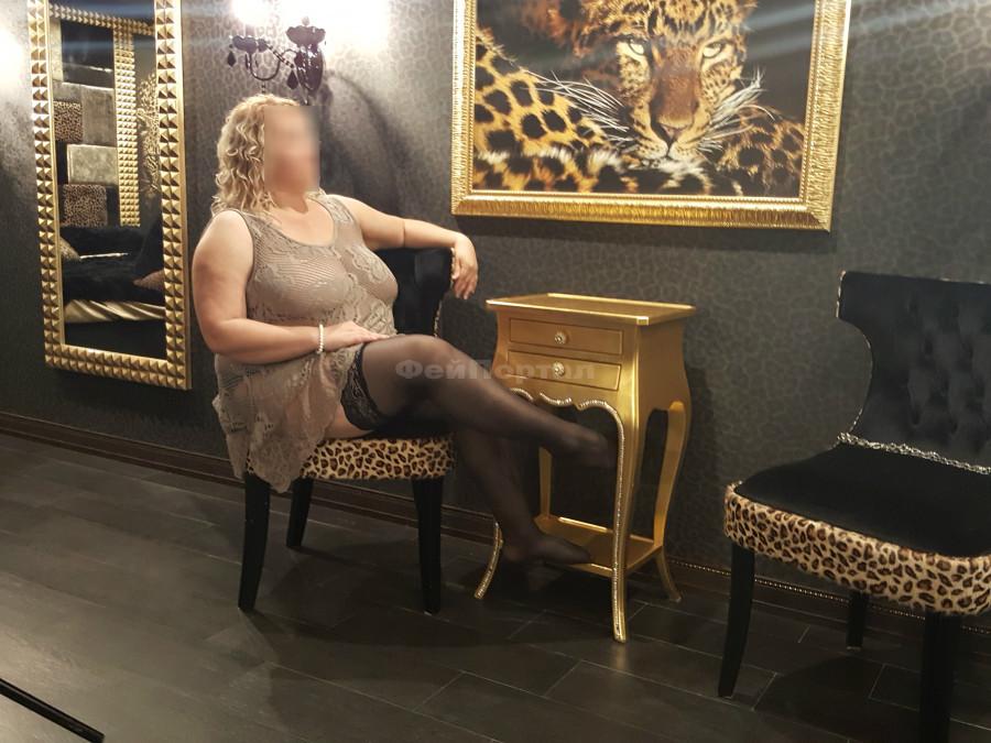 Проститутка мэри спб голые толстые проститутки
